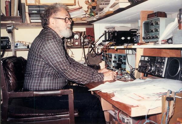 Robert E. 'Bob' Wick