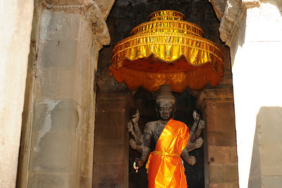 2013_Angkor_Wat_July   0011