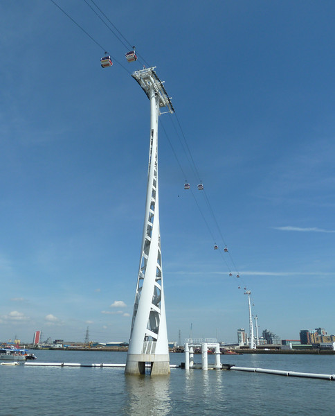 Emirates cable car over the Thames