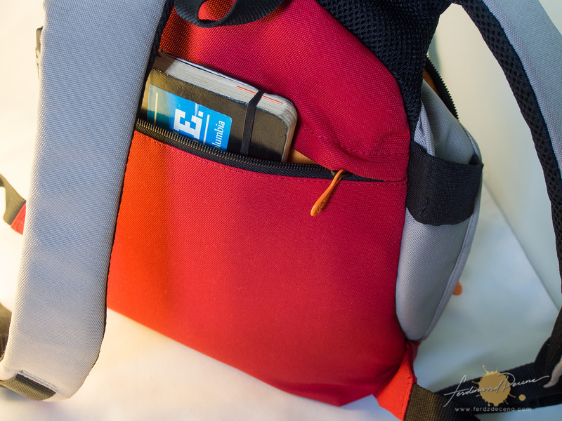 The wide and well-padded bag strap and the rear zippered pocket
