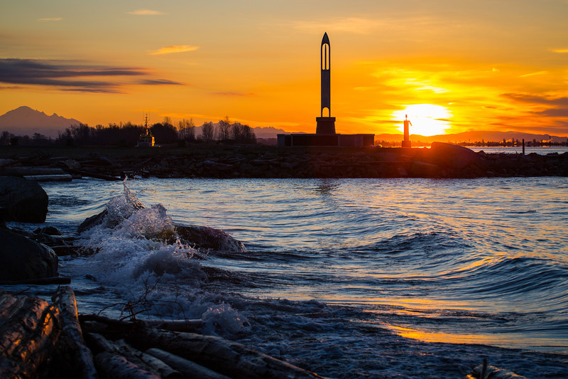 Fisherman's Memorial silhouetted against the sunrise at Garry Point Park.