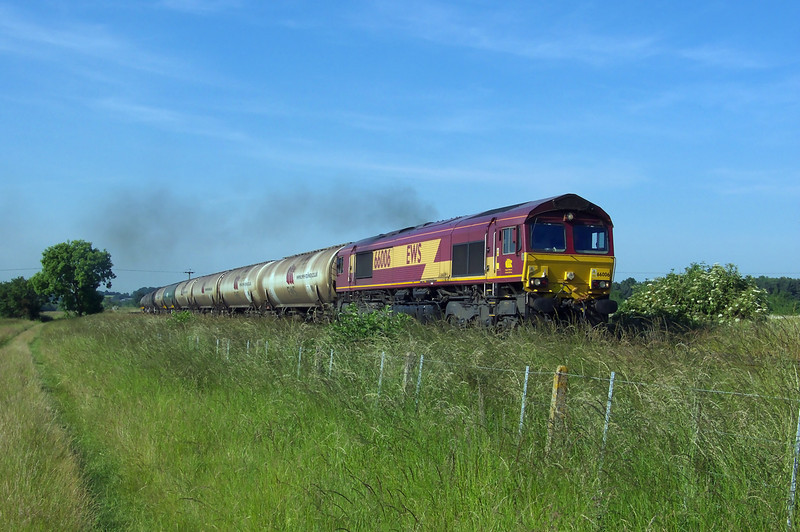 Clagging as good as two stroke engine can 66006 is seen getting into its stride as it works 6M24 1715 Lindsey Oil Refinery - Kingsbury Oil Terminal at Kettleby