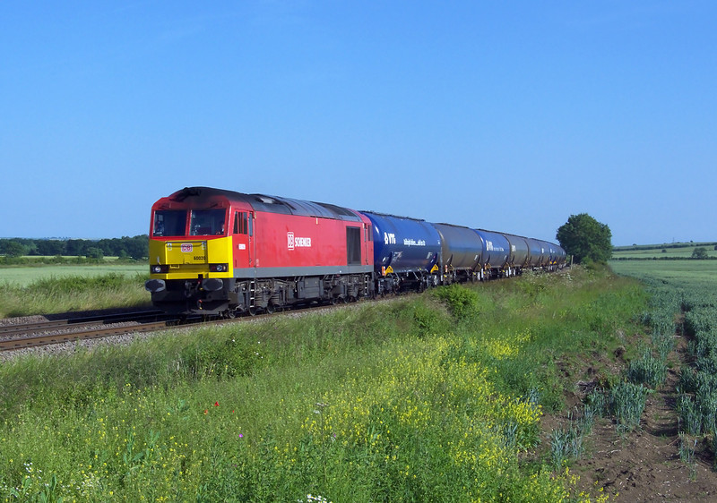 60020 IS seen sweeping round the curve at Howsham whilst in charge of 6E54 1037 Kingsbury Oil Sidings - Humber Oil Refinery empty discharged tanks