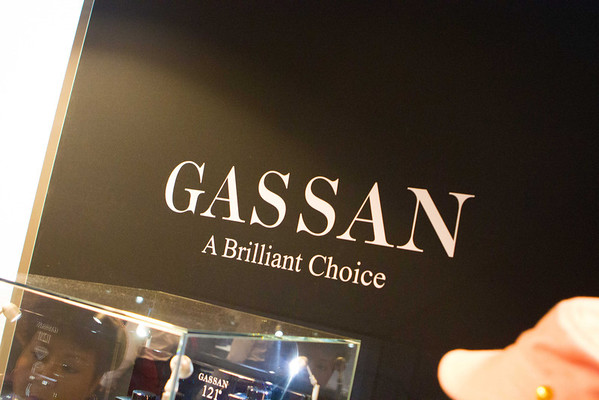 Gassan Diamonds holds the patent for the 121-facet brilliant cut. Translation: More shininess.