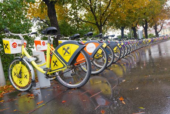 Palaces of Vienna. - Rental bikes