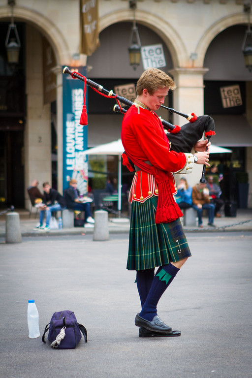 9/20/2013: Walking along the Seine River. A Scotsman doing his bagpipe thing.