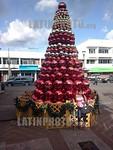 Panama : Arbol de Navidad de la empresa mexicana de telecomunicaciones claro ( America Movil ) en el Parque Miguel de Cervantes Saavedra en David / Christmas Tree in the Park Miguel de Cerva ...