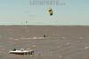 Argentina: Kitesurf frente al Rio de la Plata /Argentina: Kitesurf front Rio de la Plata / Argentinien : Kitesurfer auf dem Rio de la Plata - Kitesurfen © Guillermo Jones/LATINPHOTO.org