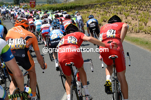 Rein Taaramae gets a helping hand in a congested peloton not going too fast just yet...