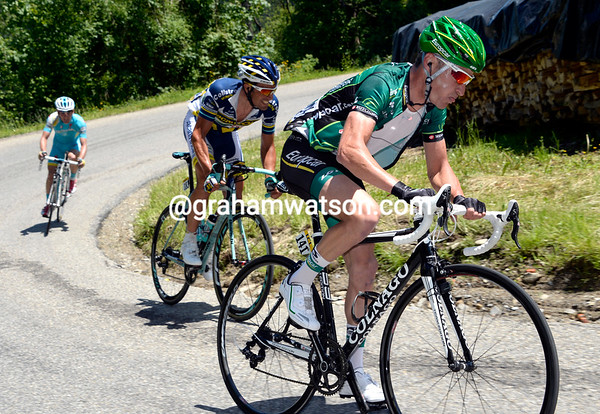 Thomas Voeckler has jumped across to Flecha to start a new-look escape on the Col d' Allevard...