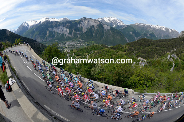 A very serene peloton starts the climb five minutes later - they won't be quite be so serene in July..!