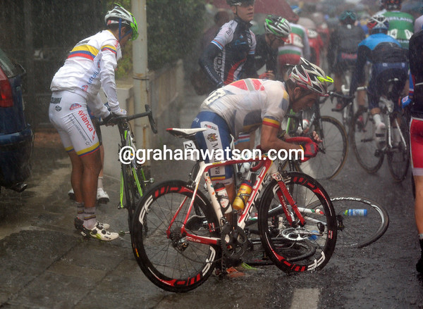 Within minutes of the real start, Sarmiento and Tvetcov have crashed in a deep puddle...
