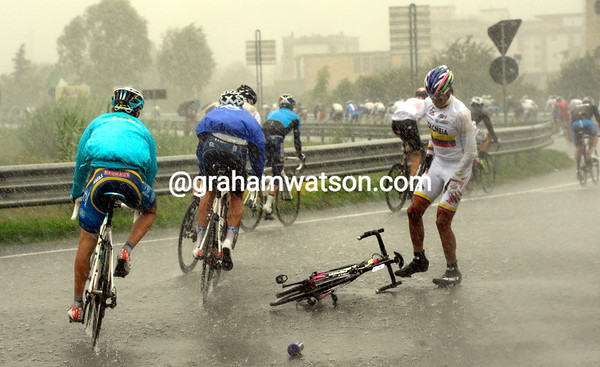 Anacona Winner won't win today if he cannot stay on his bike...