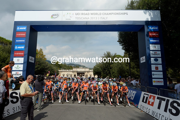 The Ducth team have pole position at the start, as befits the nation of the defending champion, Marianne Vos...