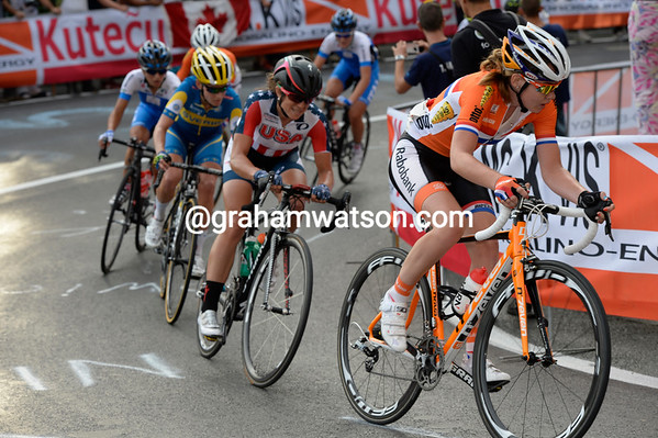 Anna Van der Breggen chases for Vos, with Evelyn Stevens showing for the first time...