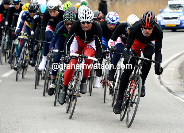 Daniel Oss is again in the good move, he's driving the front group along despite Gilbert being in the third group..!
