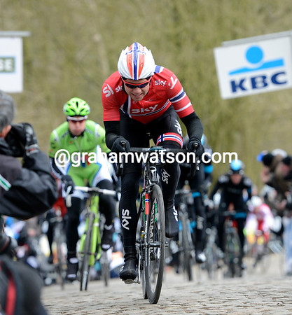Edvald Boasson Hagen is in the group chasing on the Kemmelberg - he's being chased by Peter Sagan...