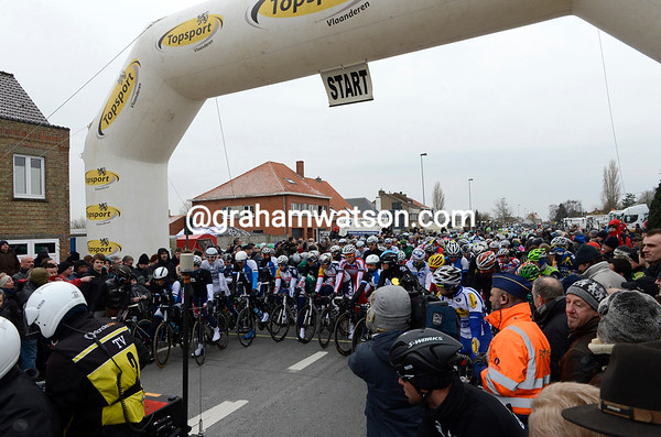 The cyclists line-up at the new start in Gistel...and it's got even colder!