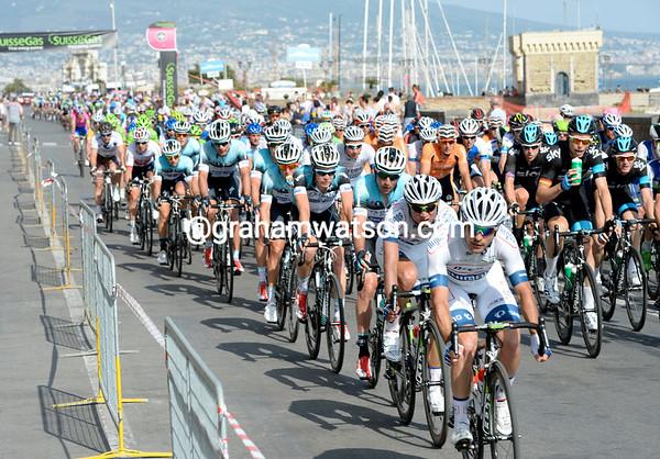 Argos-Shimano is leading the peloton with four laps to go...