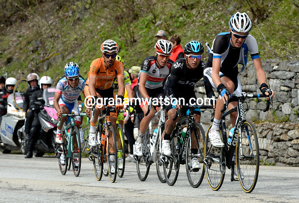 Gesink approaches the summit still two minutes behind Visconti...