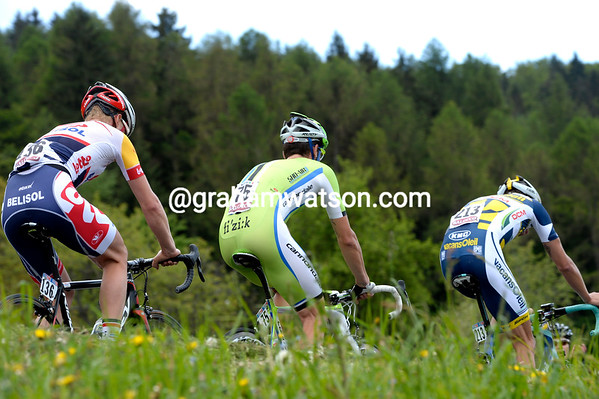 Time-trialling Giro-style - Martijn Keizer is giving Sabatini and Dockx an easy ride to the finish..!