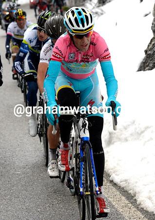 Nibali takes over himself - he has Betancur, Weening, Evans, Uran and Majka still with him...