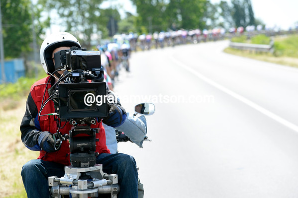 """You're pointing the wrong way, mate..!"" An experimental film camera/moto has joined the Giro for a day..."