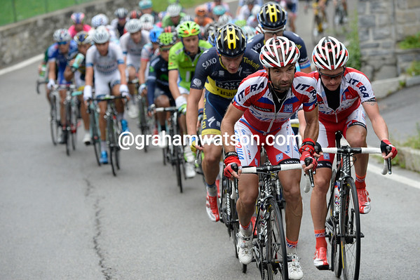 Katusha start to chase harder, with Vicioso and Trofimov showing Breschel how to climb..!