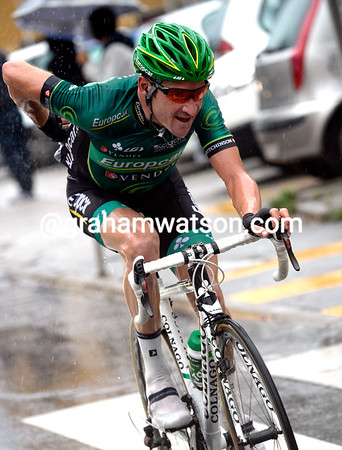 Voeckler is starting to blow big-time, but he's made a big impression on the race today..!