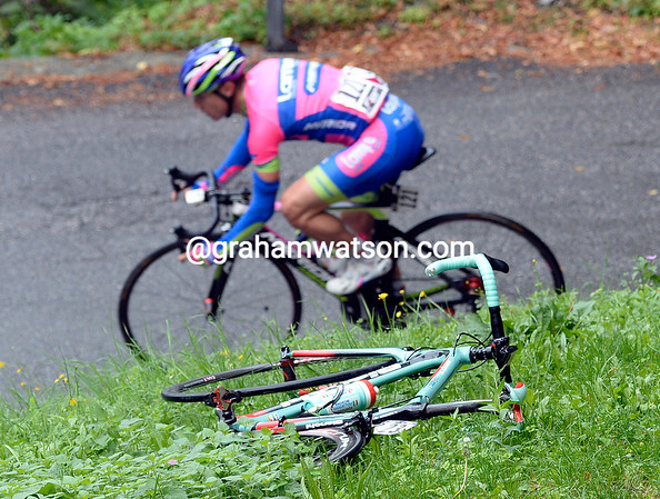 A damaged race-bike frames Damiano Cunego through a turn, but who's bike is this..?!