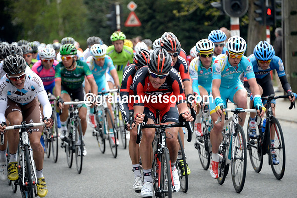 The race is all together as it speeds down to the foot of the penultimate climb...