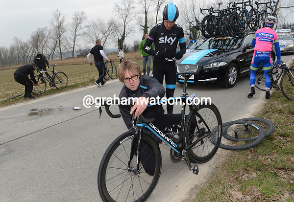 Geraint Thomas has fallen as well, he looks dazed as his mechanic gets the bike ready...