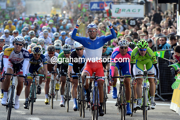 Nacer Bouhanni wins stage one ahead of Petacchi and Viviani..!