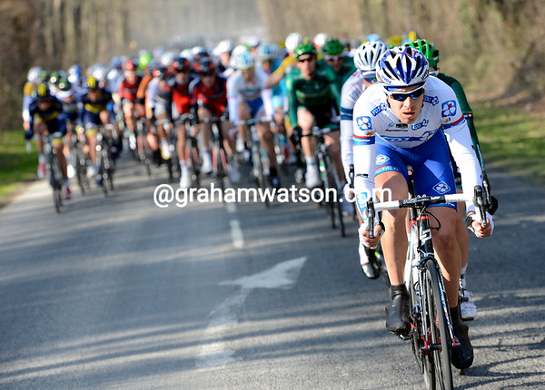 FDJ start to accelerate now, the gap to the escapers shrinks immediately...