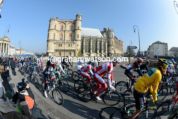 The peloton leaves Saint Germain-en-Laye with Damien Gaudin leading the way...