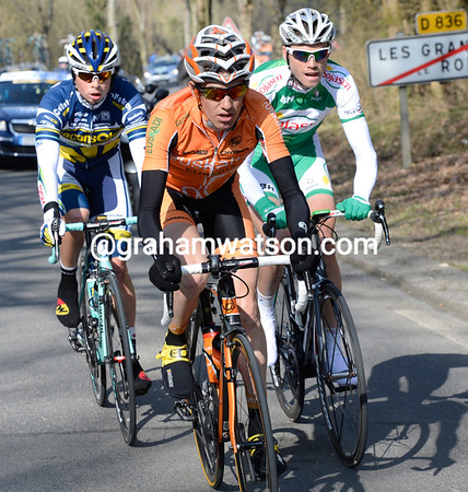 Three men have escaped without any reaction - Romain Sicard leads the way south...