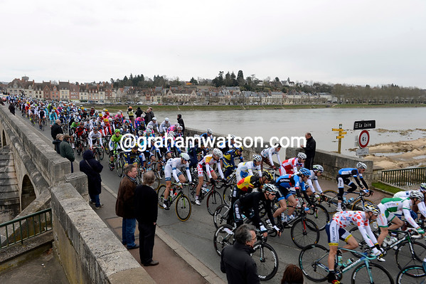 The peloton crosses the Loire river at Gien...
