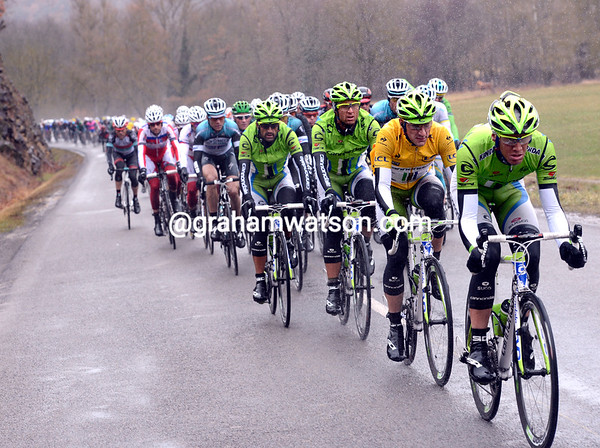 Cannondale takes over for a while - the gap is down to less than two minutes...