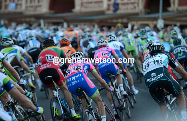 Scary stuff - the peloton starts the last two laps at full speed..!