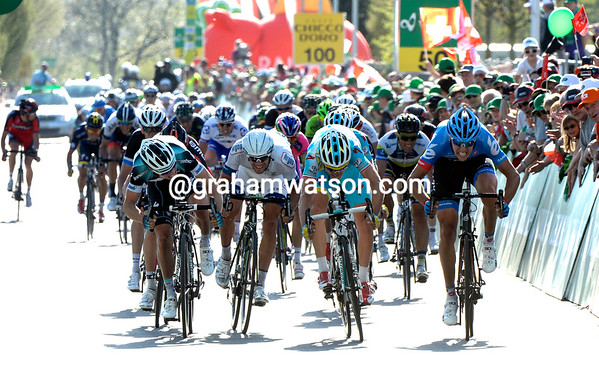 The sprint shows Meersman and Gasparotto against Navardauskas...