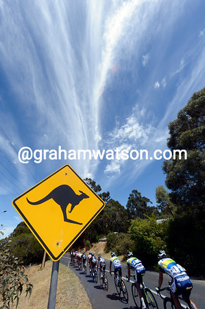 What a sky there is as the peloton laps the Stirling circuit - on the look out for kangaroos..!