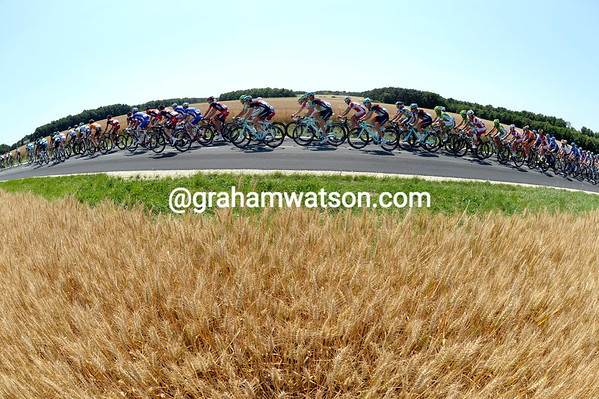 The peloton is travelling faster than is usual so early in the stage...