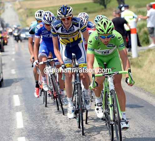 Sagan is looking good for the day's bonus sprint at Vaison-La-Romaine...