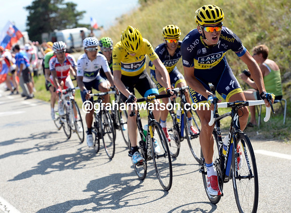 Roman Kreuziger takes up the challenge too - they're trying to lose Bauke Mollema..!