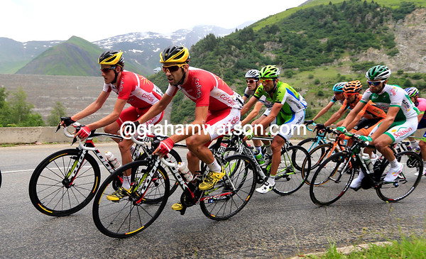 Jerome Coppel and Dani Navarro lead Cofidis in this move, another French team wants a stage-win today..!