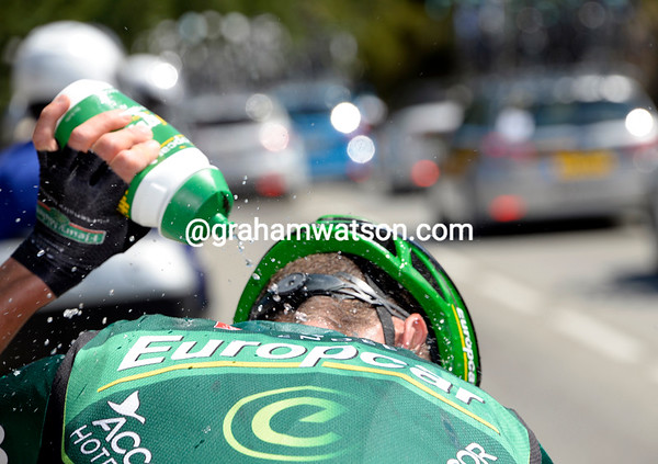 Thomas Voeckler looks like he's overheating - let's see what happens...