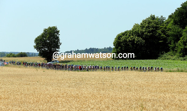 The peloton is already riding fast with a mghty tailwind benefitting the escape, not the chase...