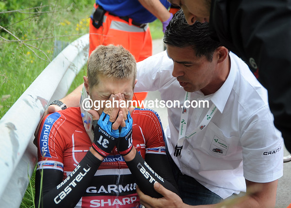 A short while later, Ryder Hesjedal has crashed out of the race - he's concussed and will be taken to hospital for a check-up...