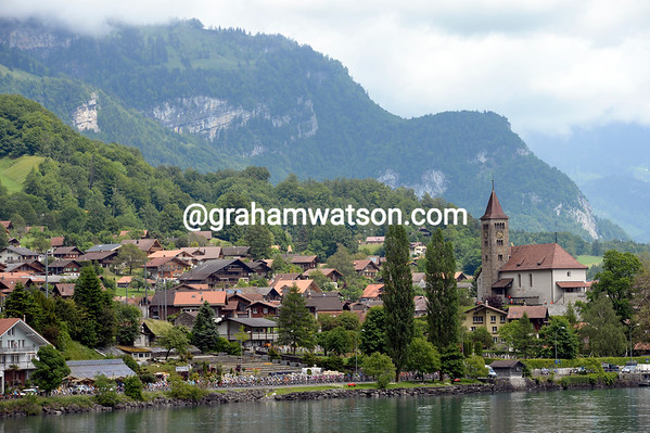 There's a hint of summer as the peloton speeds alongside the beautiful Lake of Thun...