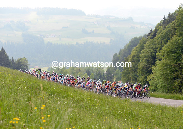The peloton ascends as well, but at only two minutes down, they are still in no great rush...